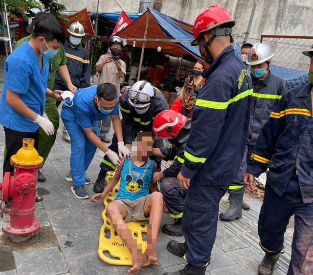 Hanoi autistic boy wedged between two walls rescued after 26 hours