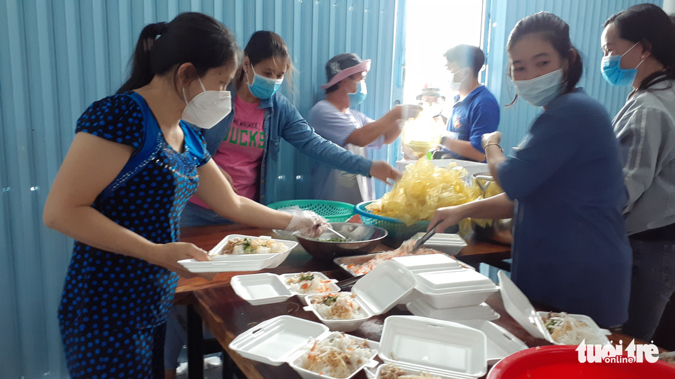 'Rice ATM,' free meals help the poor survive COVID-19 restrictions in Vietnam