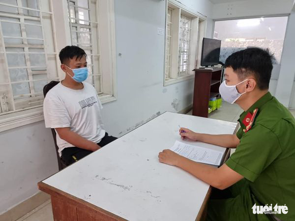 Chen Xiao Lie at the police station in Da Nang City, Vietnam. Photo: A.B. / Tuoi Tre