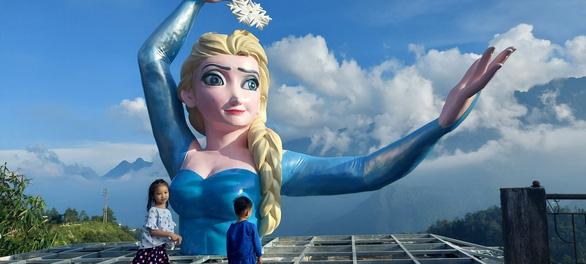 Sa Pa pulls down disproportionate statue of Disney princess Elsa following Internet fallout
