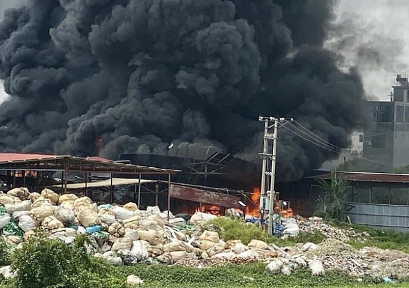 Massive fire guts recycling plant in northern Vietnam