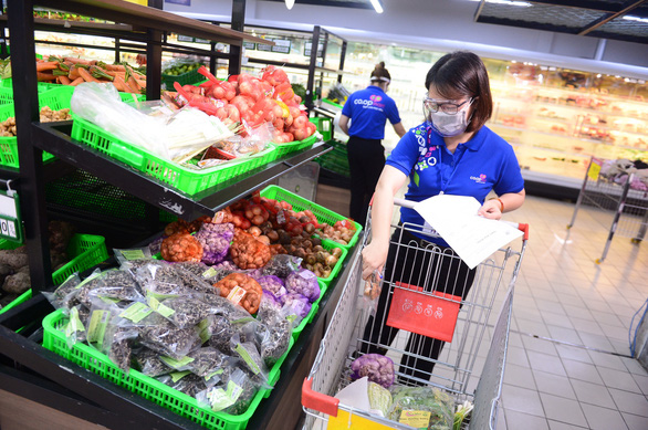 Saigon supermarkets to close by 5:00 pm in adaptation to new COVID-19 restrictions
