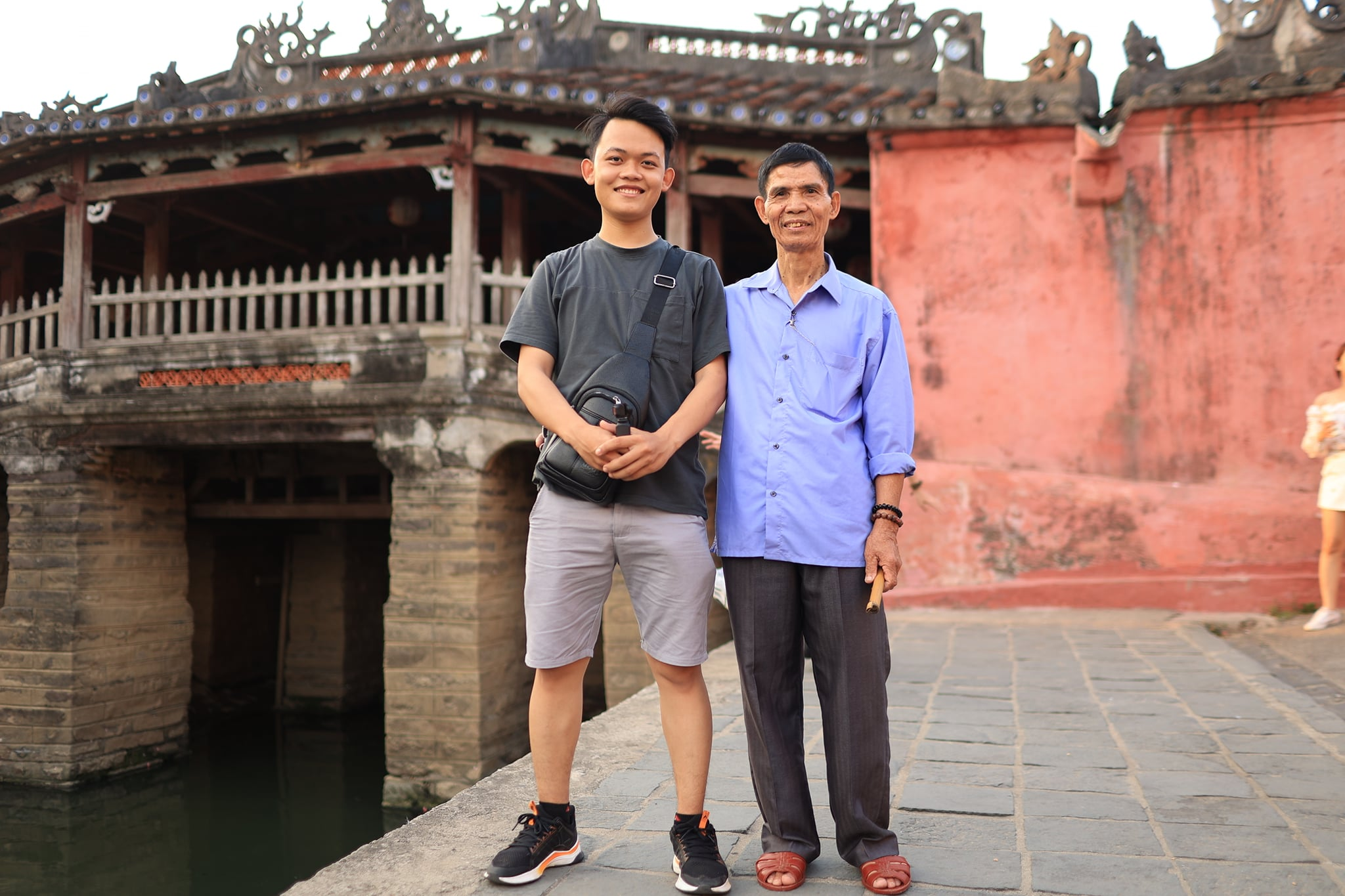 Chu Dinh Hoa (R) and Hoang Tien Dat pose for a photo while visiting Hoi An in April 2021. Photo provided by Hoang Tien Dat