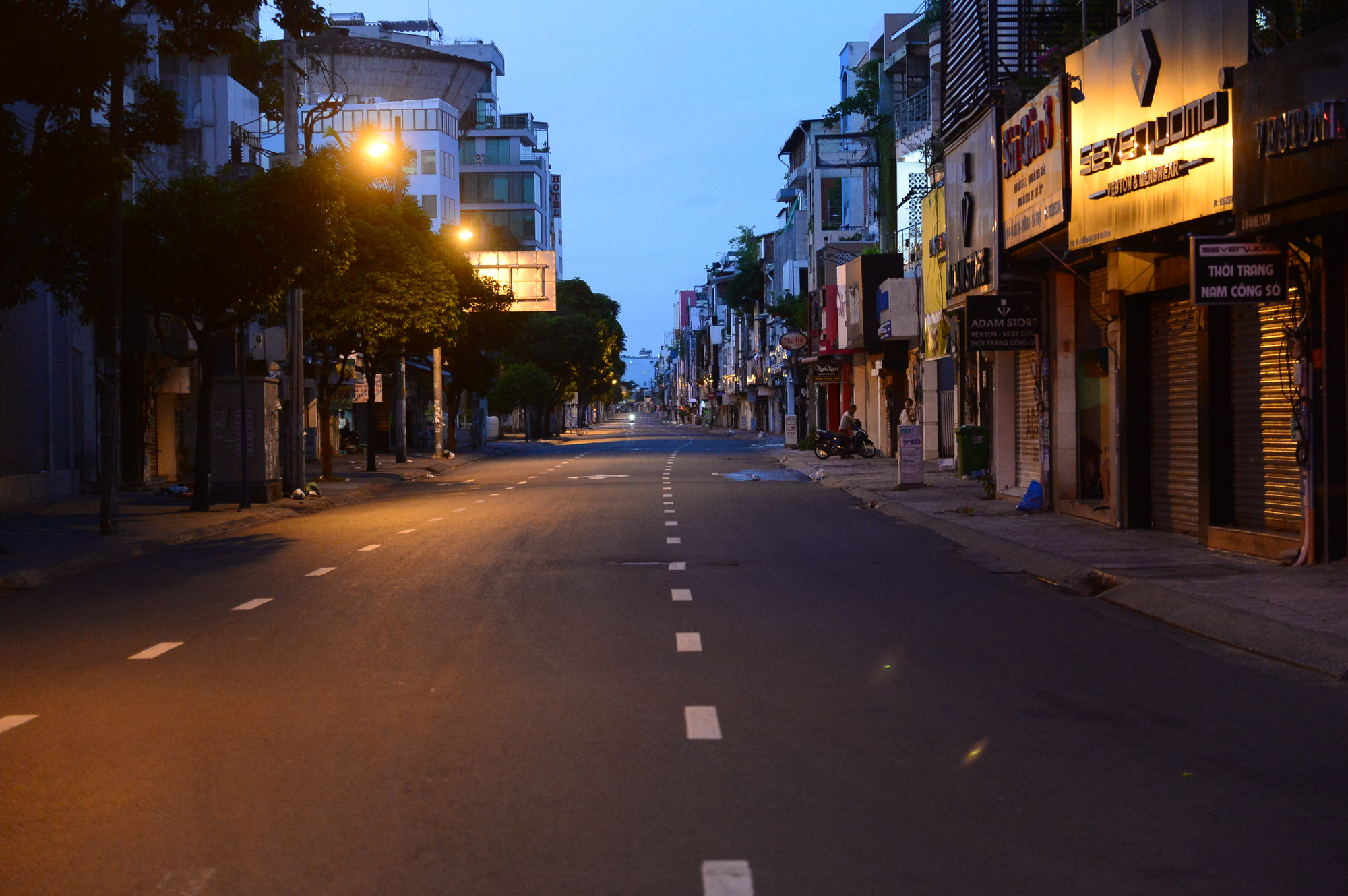 Ho Chi Minh City becomes quiet on first day of outdoor travel restriction