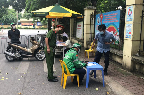 Hanoi imposes nearly $65,300 fines on violators of social distancing rules
