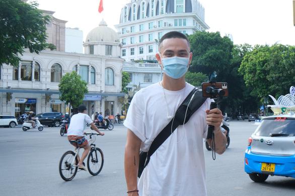 Vietnamese man's virtual tour brings Hanoi ambience to home-bound tourists