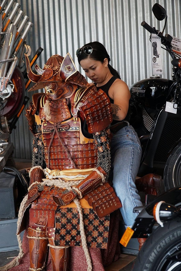 Besides leather products for bikes, Tran Thuy also designs leather armor suits for entertainment events and movies. Photo: Le Van / Tuoi Tre