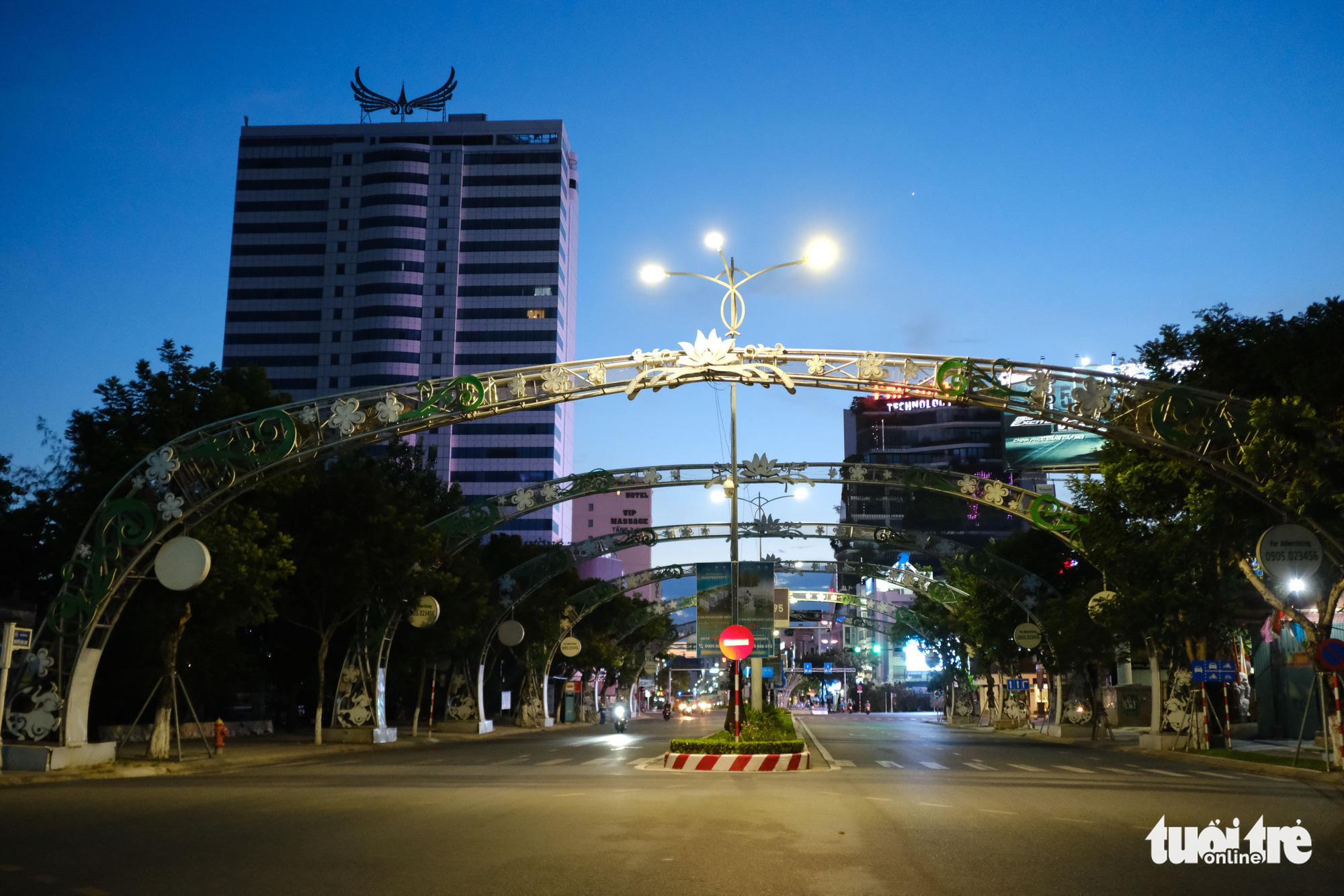Nguyen Van Linh Street in Da Nang, July 31, 2021. Photo: Tan Luc / Tuoi Tre