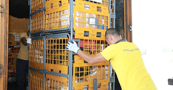 Postal service allowed to operate during outdoor travel restrictions in Ho Chi Minh City
