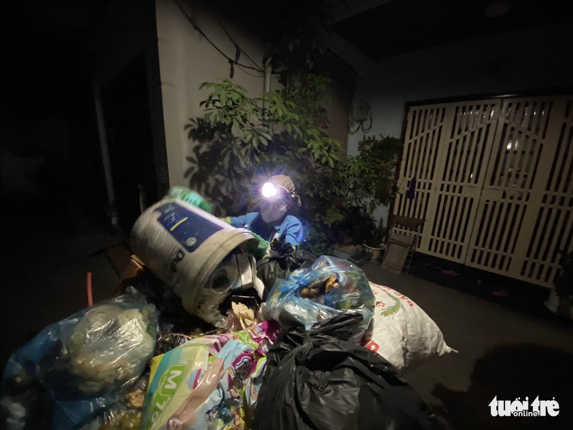 Four men rob garbage collector of motorbike in Hanoi