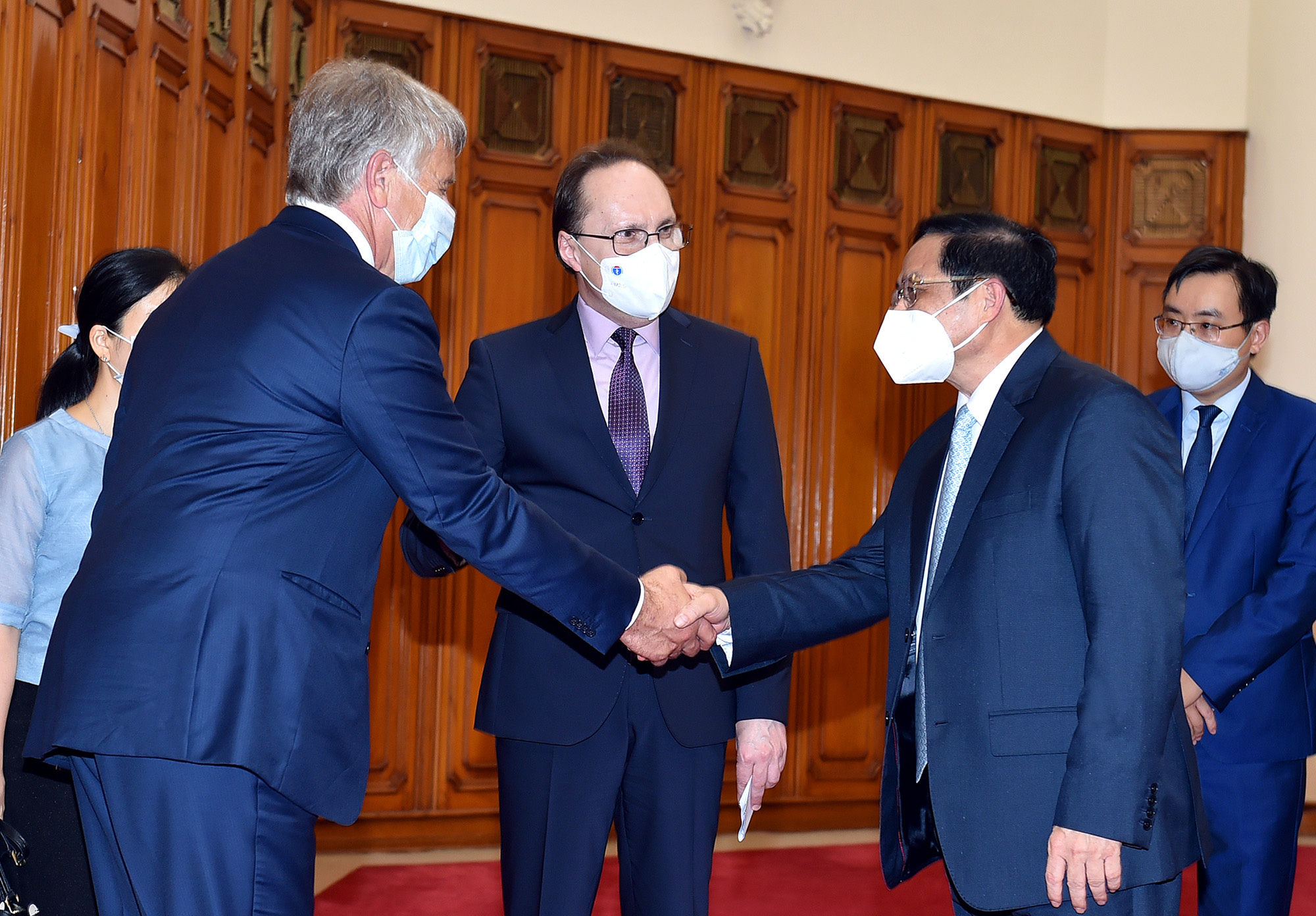 Vietnam expects COVID-19 vaccine tech transfer from Russia: PM