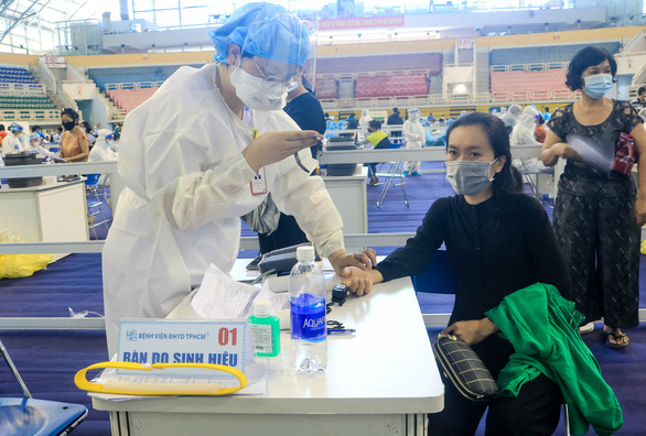 Vietnam's daily local virus count drops by nearly 760 cases
