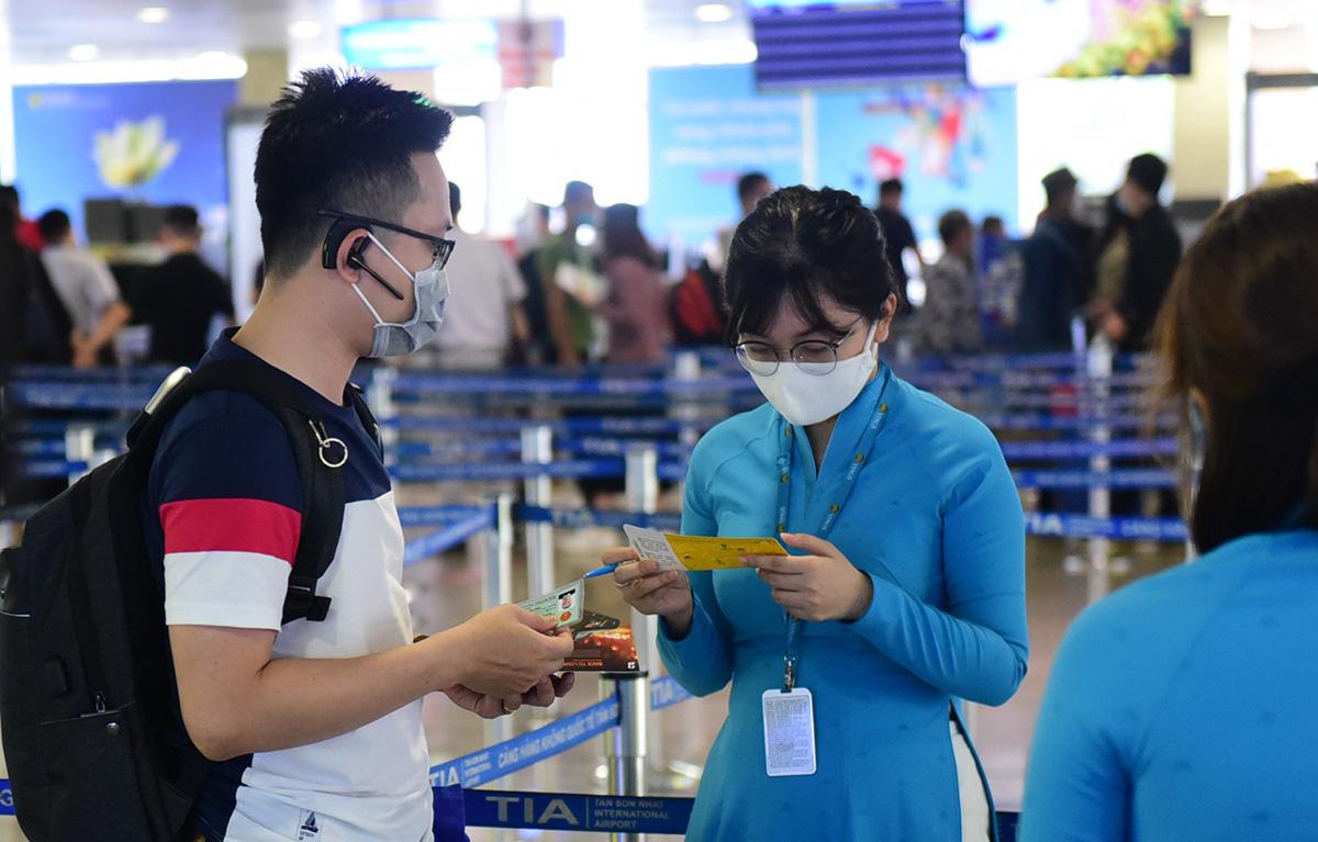 Vietnam shortens quarantine for vaccinated int'l arrivals to seven days