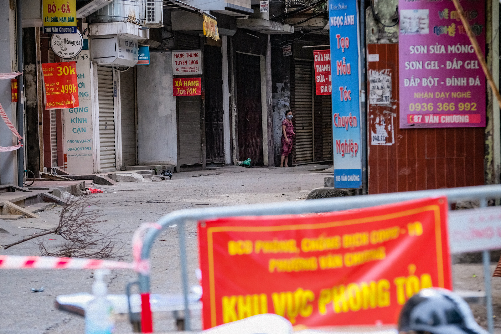 Hanoi locks down areas with 2,800 residents in central district over new infections