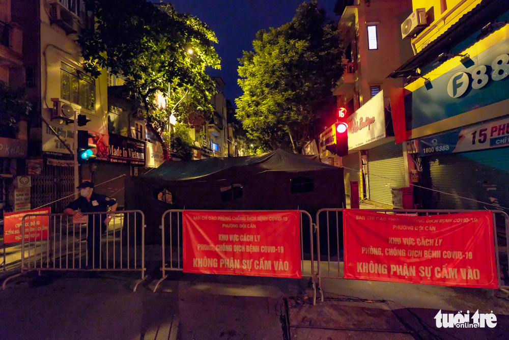 A 400 meter section of Doi Can Street in Hanoi is cordoned off, August 12, 2021. Photo: Nam Tran / Tuoi Tre