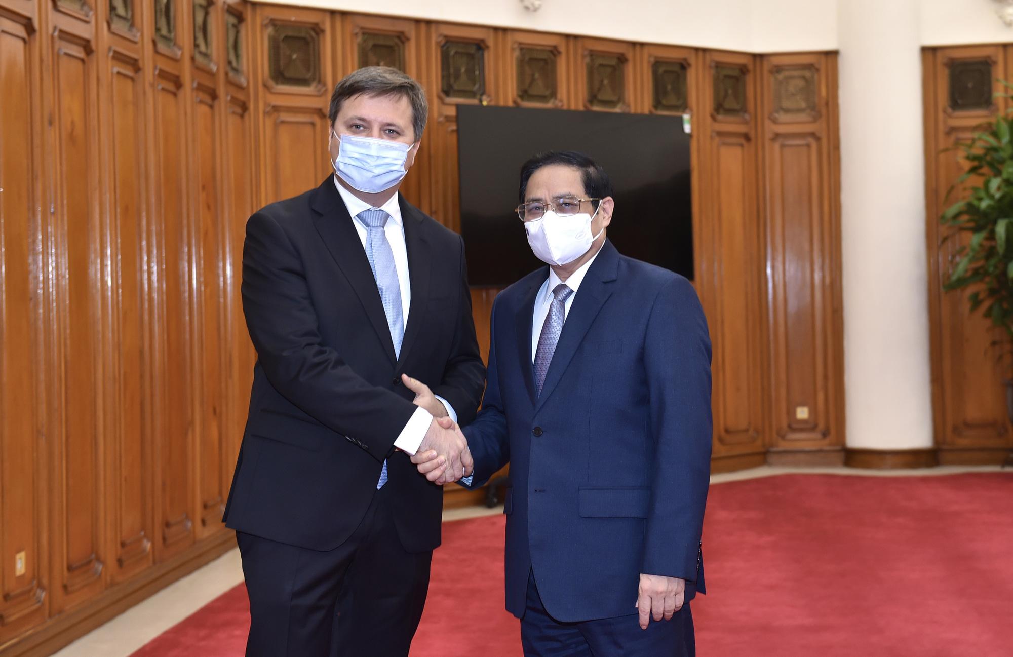Poland donates over 500,000 COVID-19 vaccine doses to Vietnam