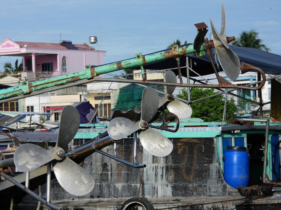 The screw propellers of a boat at the Cai Rang Floating Market in Can Tho City, Vietnam, August 9, 2021. Photo: Tien Trinh / Tuoi Tre