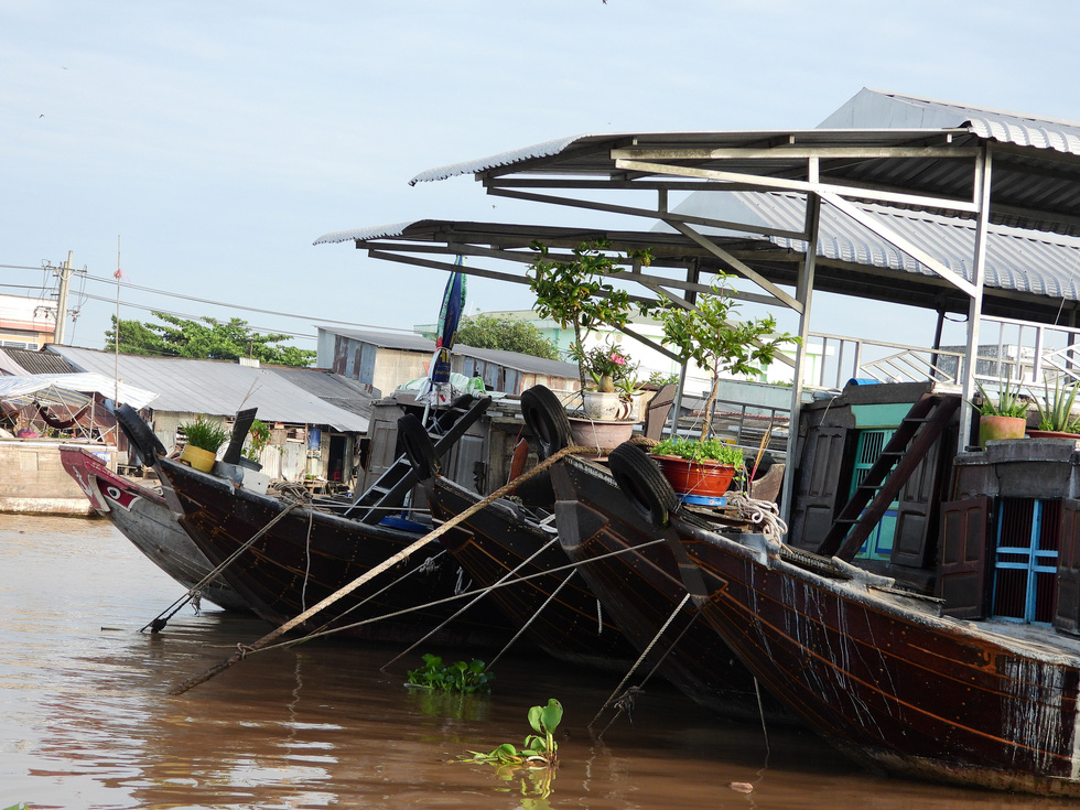 Boats sit idle at the Cai Rang Floating Market in Can Tho City, Vietnam, August 9, 2021. Photo: Tien Trinh / Tuoi Tre