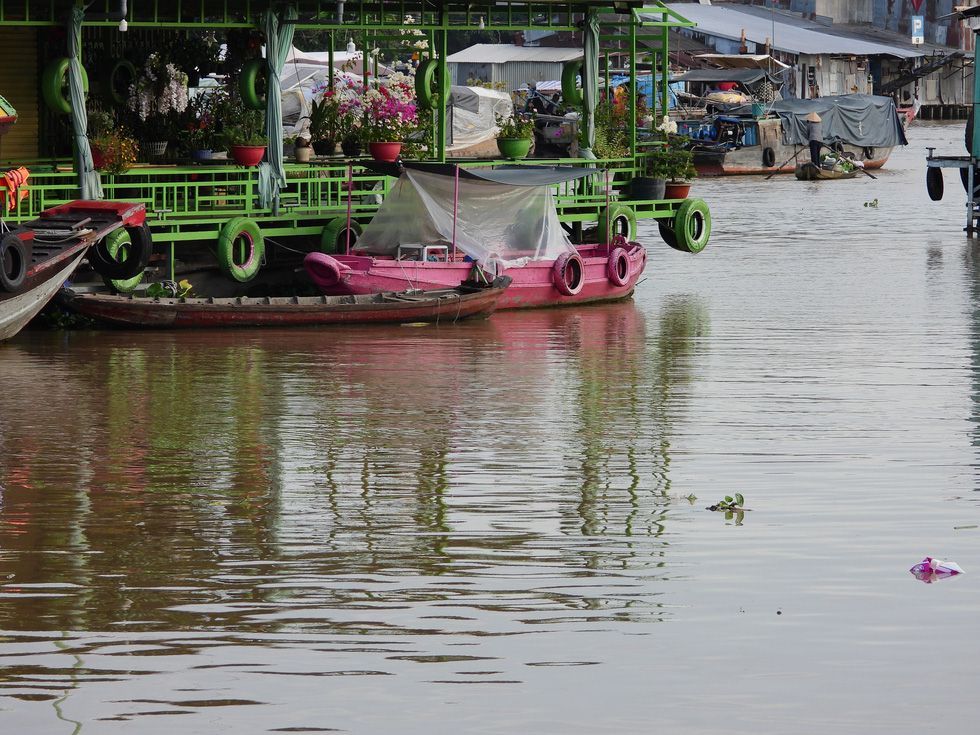 Tourism boats sit idle at the Cai Rang Floating Market in Can Tho City, Vietnam, August 9, 2021. Photo: Tien Trinh / Tuoi Tre