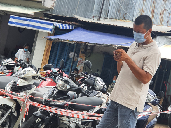 Slots for COVID-19 vaccination in Ho Chi Minh City grabbed by smugglers for resale