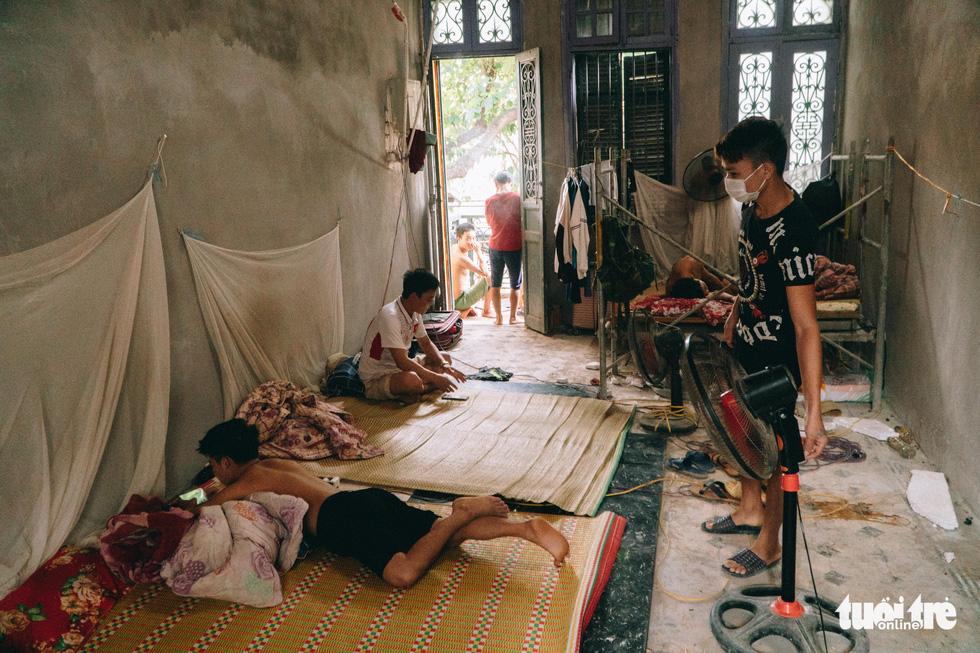 Social distancing in Hanoi locks ethnic minority migrants in tight spots