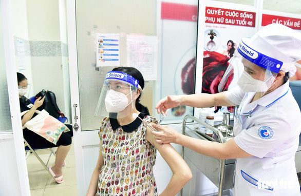 Vietnam gives COVID-19 vaccination priority to pregnant, breastfeeding women