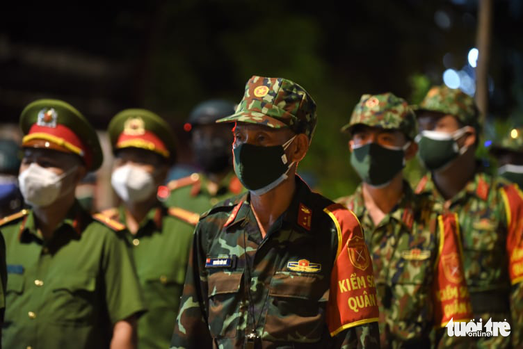 Officers attend the ceremony at the military command in Vo Thi Sau Ward, District 3, Ho Chi Minh City, August 22, 2021. Photo: Duyen Phan / Tuoi Tre