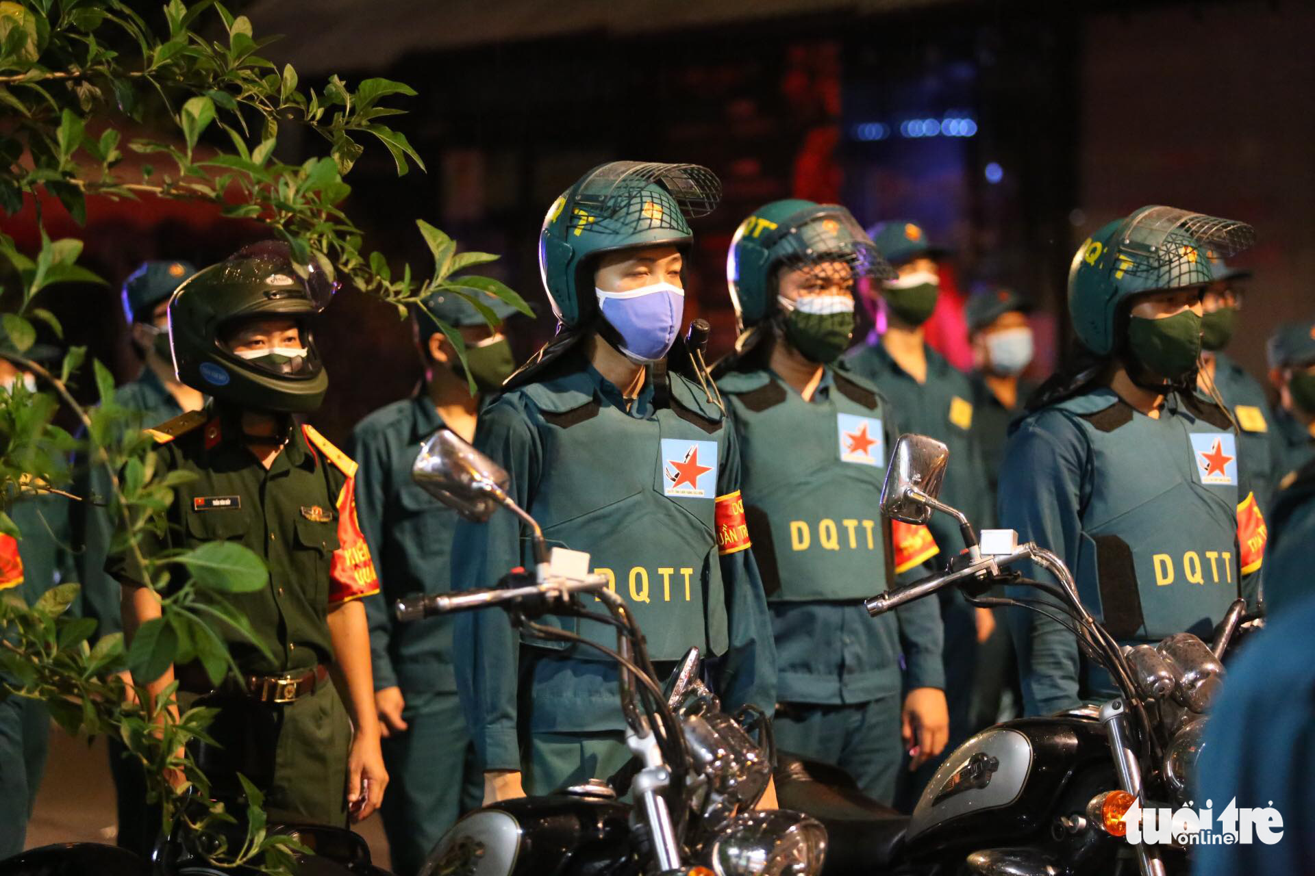 Officers are pictured during the ceremony at the military command in District 3, Ho Chi Minh City, August 22, 2021. Photo: Duyen Phan / Tuoi Tre