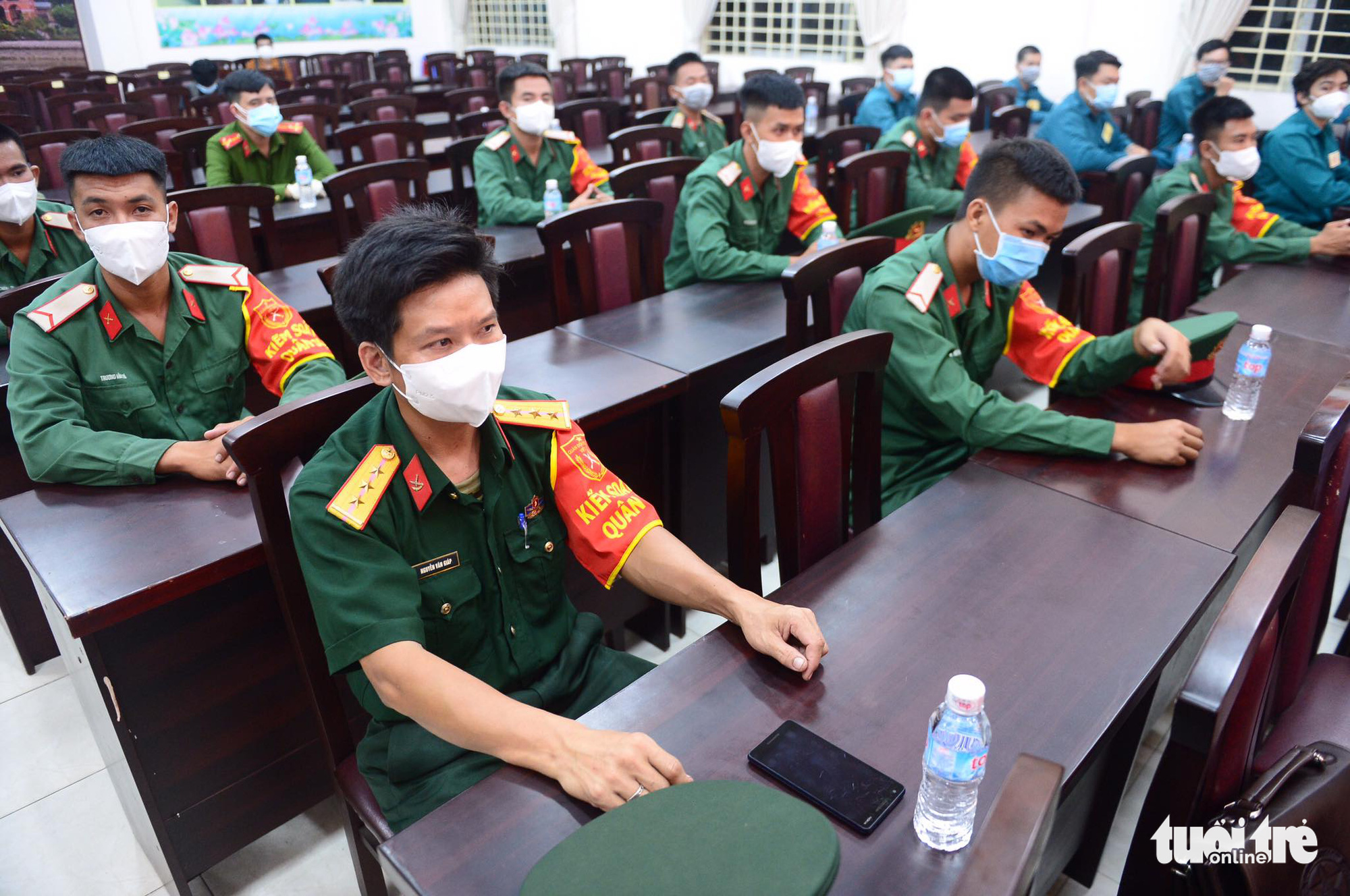 Officers attend the ceremony at the military command in Ward 10, Go Vap District, Ho Chi Minh City, August 22, 2021. Photo: Quang Dinh / Tuoi Tre