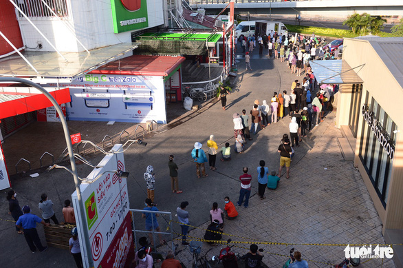 Buyers queue before entering Big C supermarket in Ho Chi Minh City. Photo: Quang Dinh / Tuoi Tre