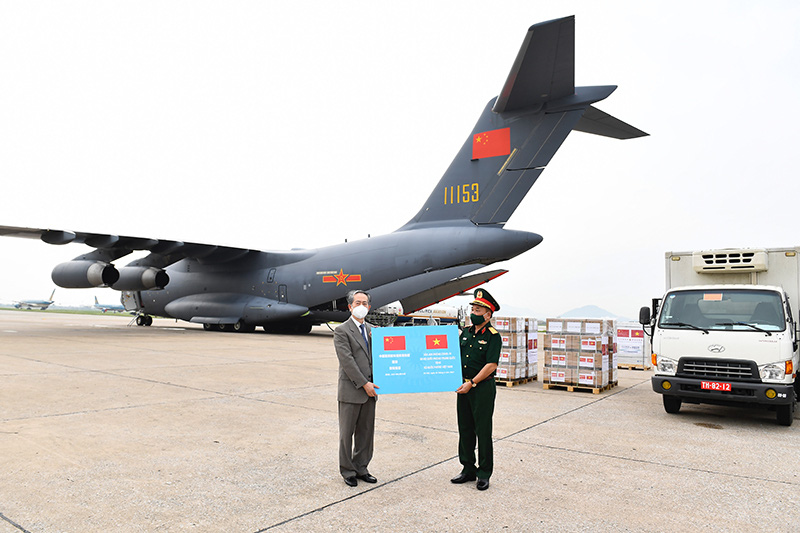 Vietnam's defense ministry receives 200,000 Sinopharm vaccine shots gifted by Chinese counterpart