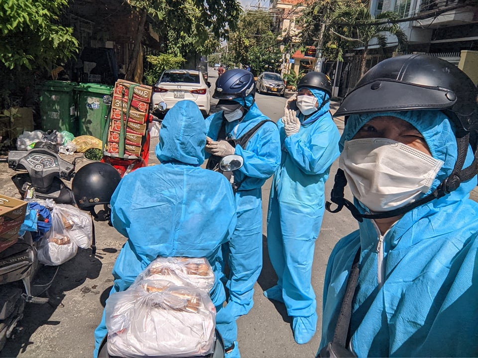 Charity group offers groceries to foreigners struggling amidst COVID-19 pandemic in Ho Chi Minh City