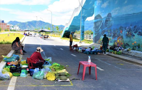 Vietnam's Nha Trang brings coronavirus-safe grocery stalls to roadside