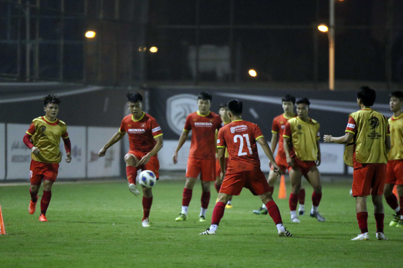 Vietnam train for FIFA World Cup qualifier against Saudi Arabia in 43 degrees Celsius