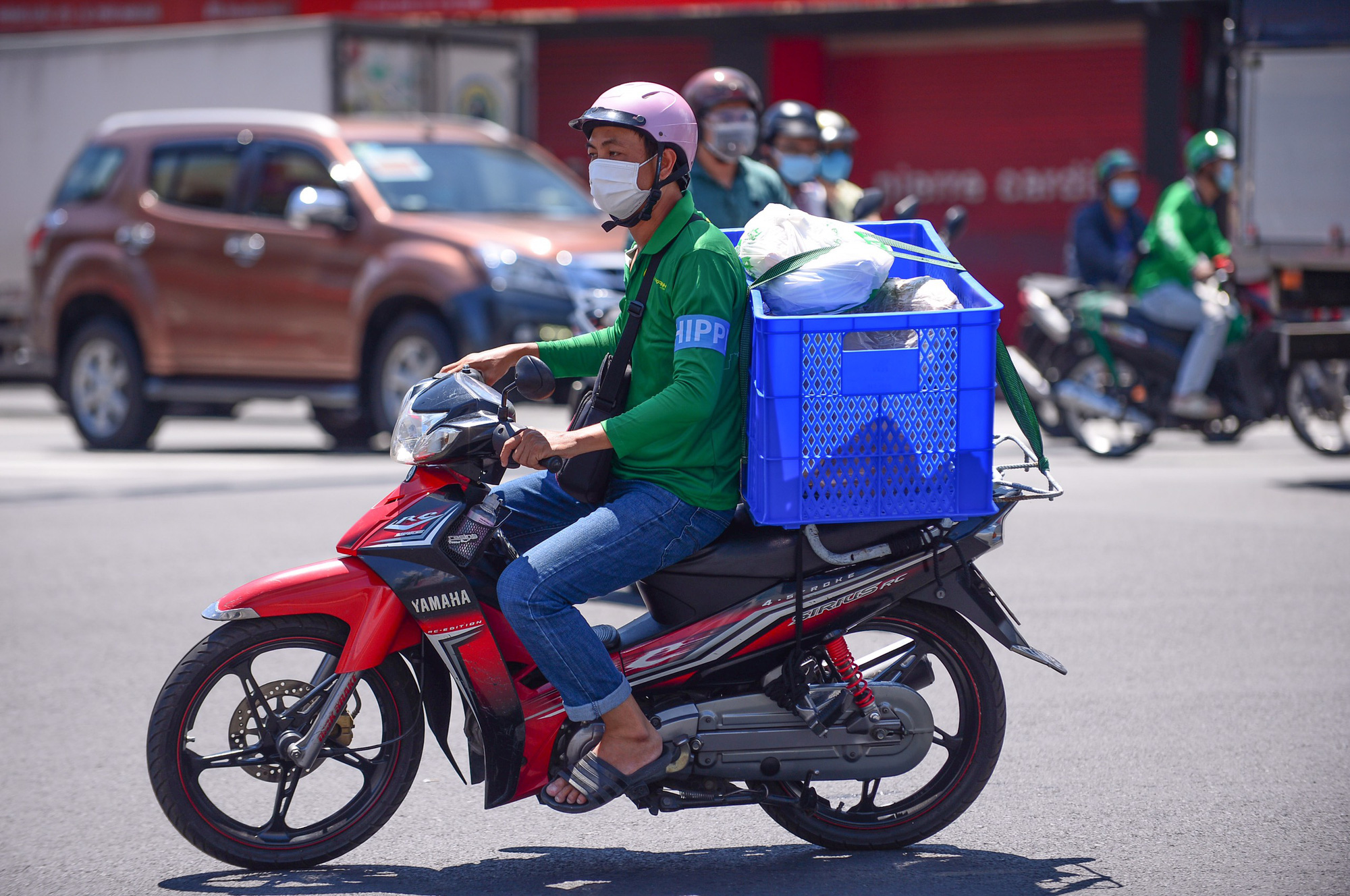 Delivery workers resume operation in Ho Chi Minh City's high-risk districts