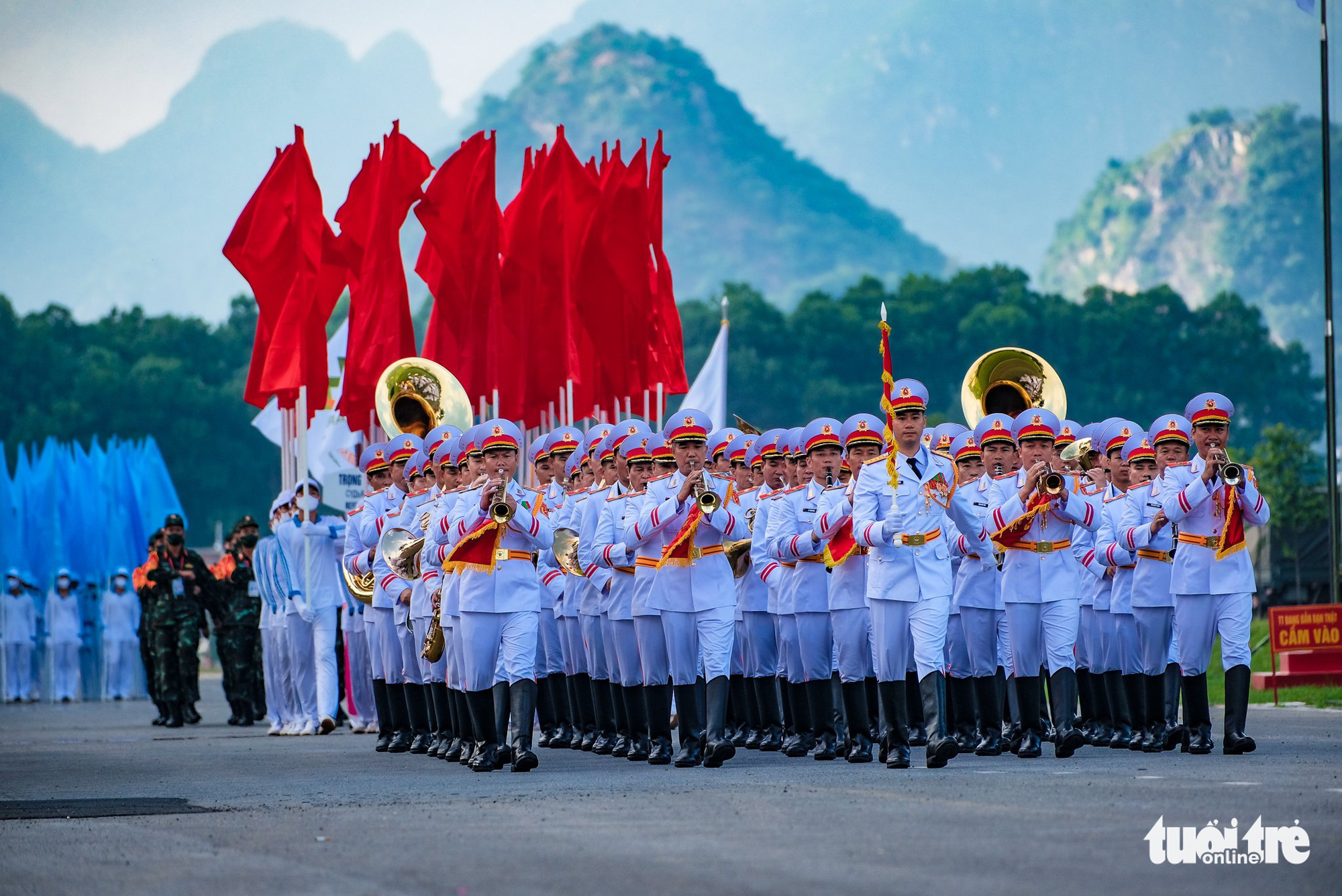 Vietnamese soldiers march at the opening ceremony of the contests at the 2021 International Army Games in Hanoi on August 31, 2021. Photo: Nam Tran / Tuoi Tre