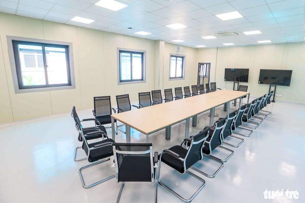 Inside an administrative room at a newly-built COVID-19 field hospital in Hoang Mai District, Hanoi, August 31, 2021. Photo: Nguyen Khanh / Tuoi Tre