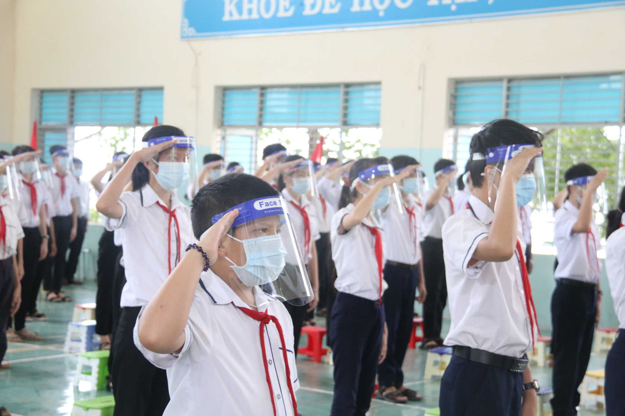 Students attend a school year opening ceremony in Dak Nong Province, September 5, 2021. Photo: Duong Phong / Tuoi Tre