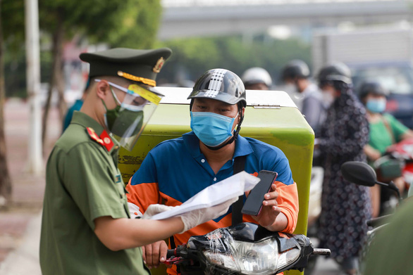 Hanoi imposes time restrictions on motorbike delivery