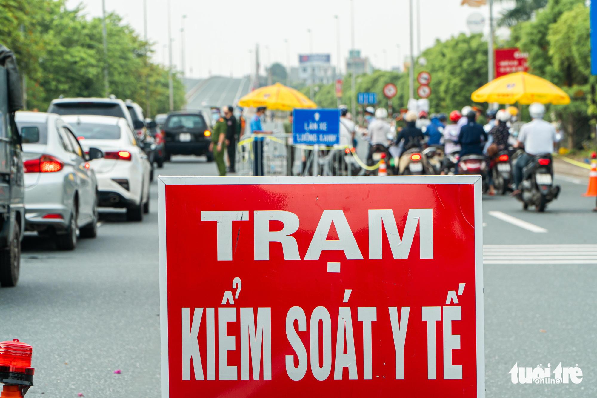 A COVID-19 checkpoint in Hanoi, September 6, 2021. Photo: Pham Tuan / Tuoi Tre