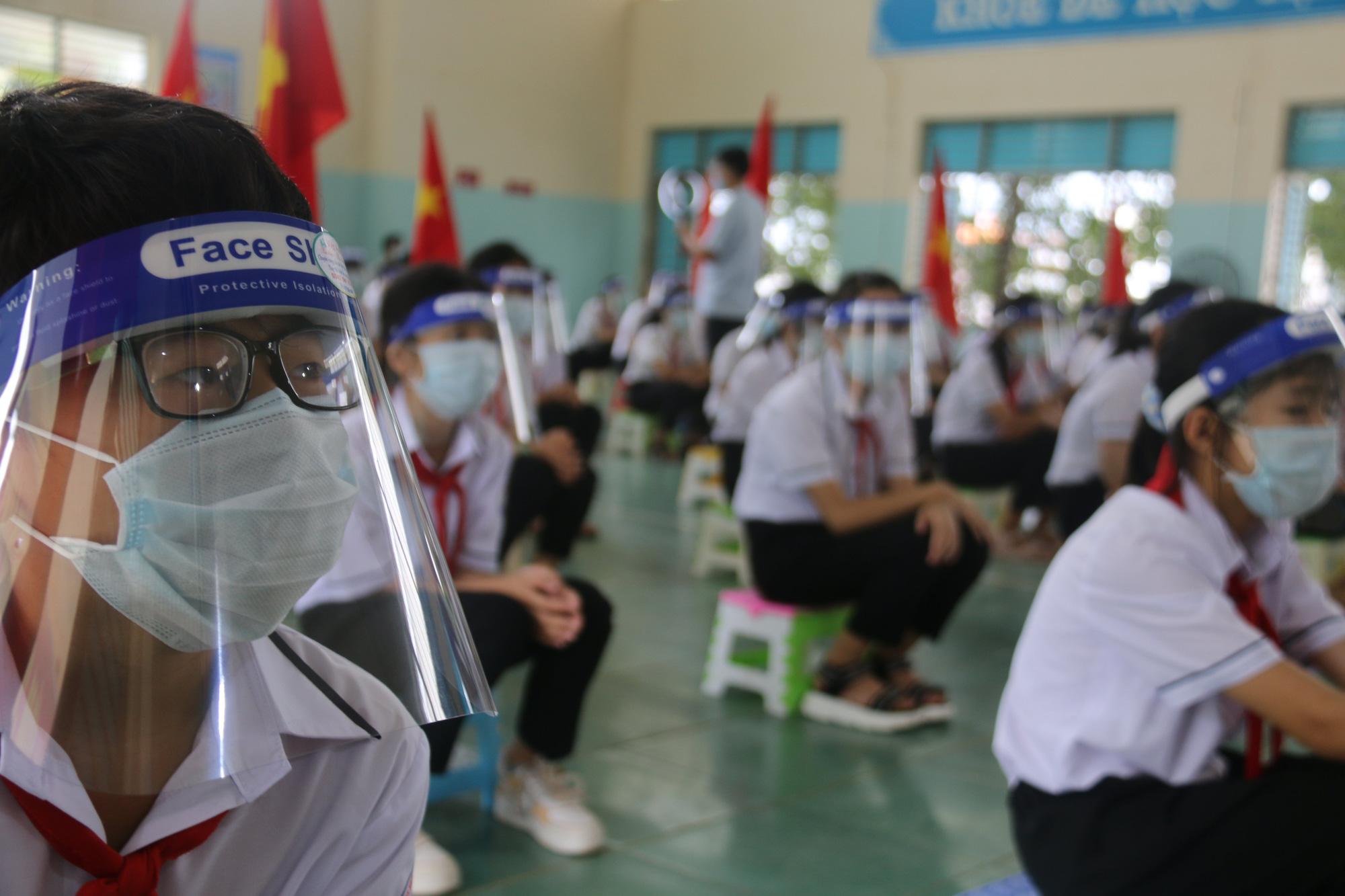 Students attend a school year opening ceremony in Krong No District, Dak Nong Province, September 5, 2021. Photo: Duong Phong / Tuoi Tre