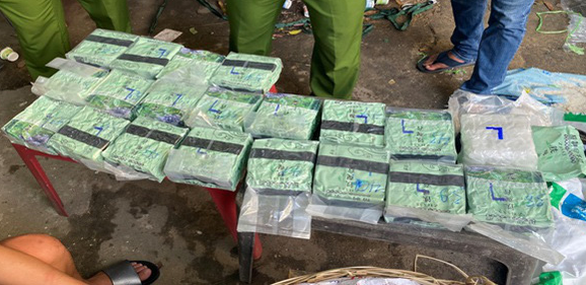 Four held for carrying drugs from Cambodia to Vietnam by priority car amid COVID-19