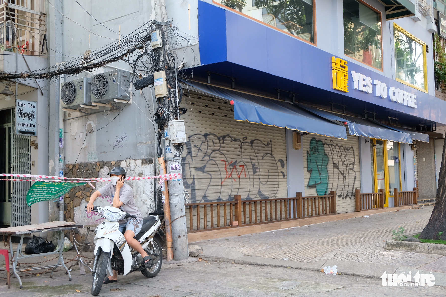 A coffee shop remains closed in Ho Chi Minh City, September 9, 2021. Photo: Bong Mai / Tuoi Tre