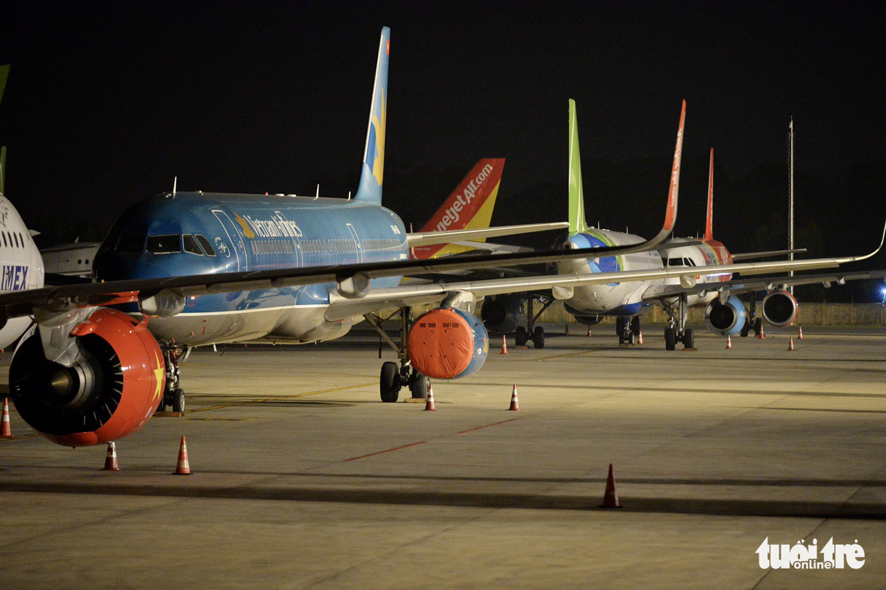 Vietnam plans to reopen domestic flights, classify airports by social-distancing level