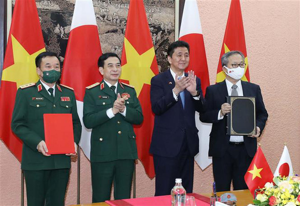 Vietnam, Japan ink defense transfer deal in Hanoi