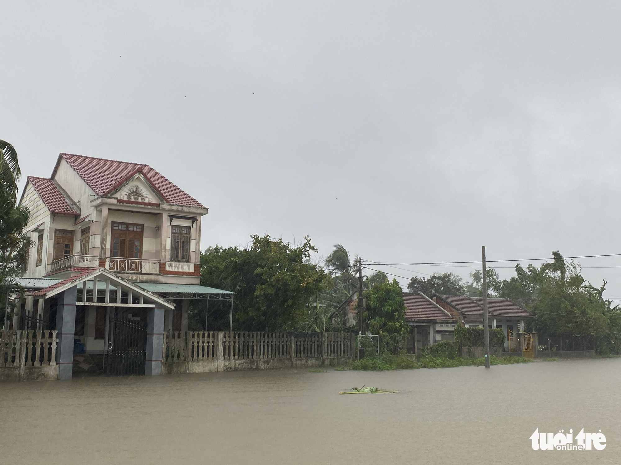 A neighborhood is seriously flooded in Quang Nam Province, Vietnam, September 12, 2021. Photo: Le Trung / Tuoi Tre