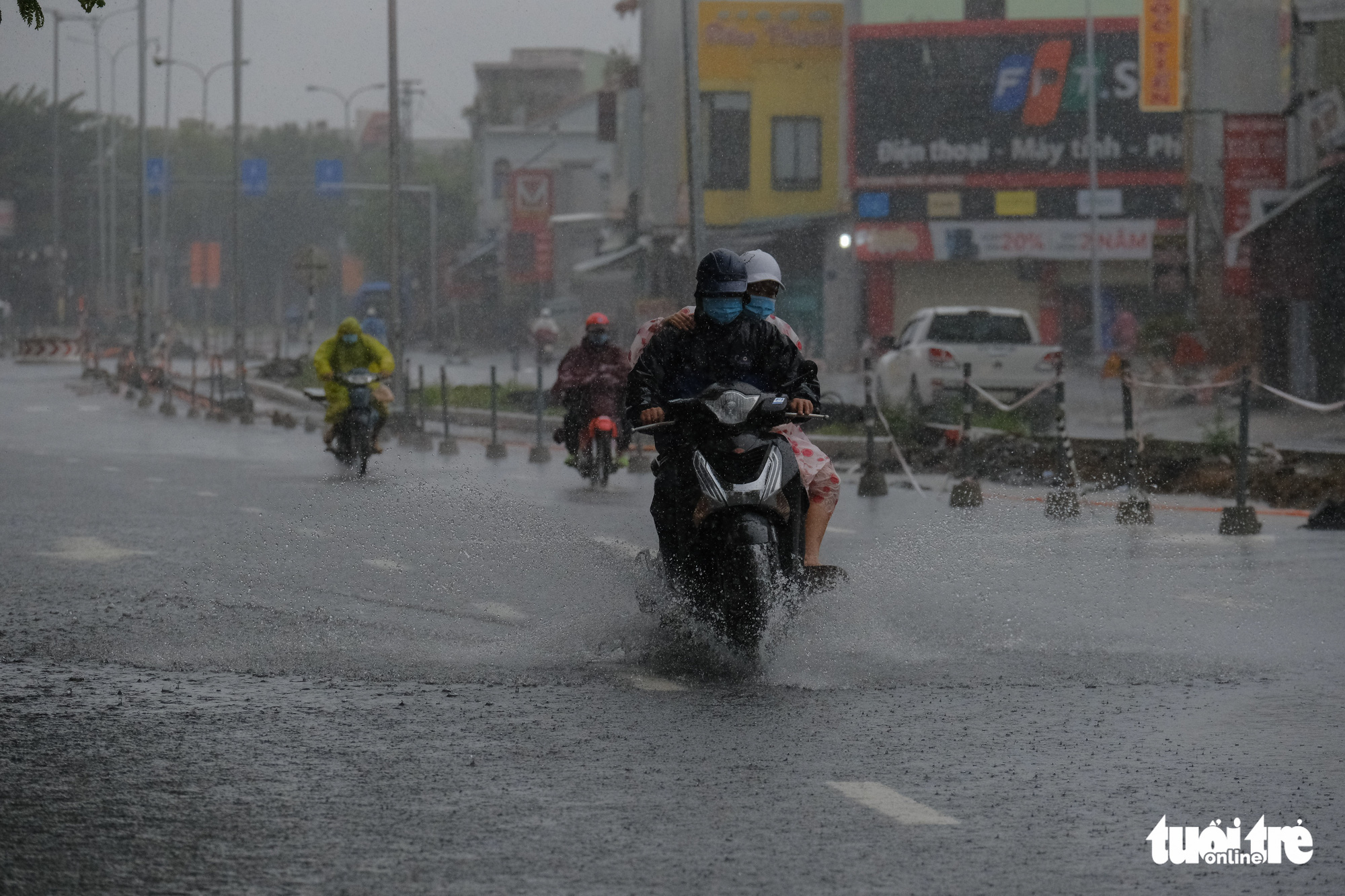 People travel on a flooded street in Da Nang City, Vietnam. Photo: Tan Luc / Tuoi Tre