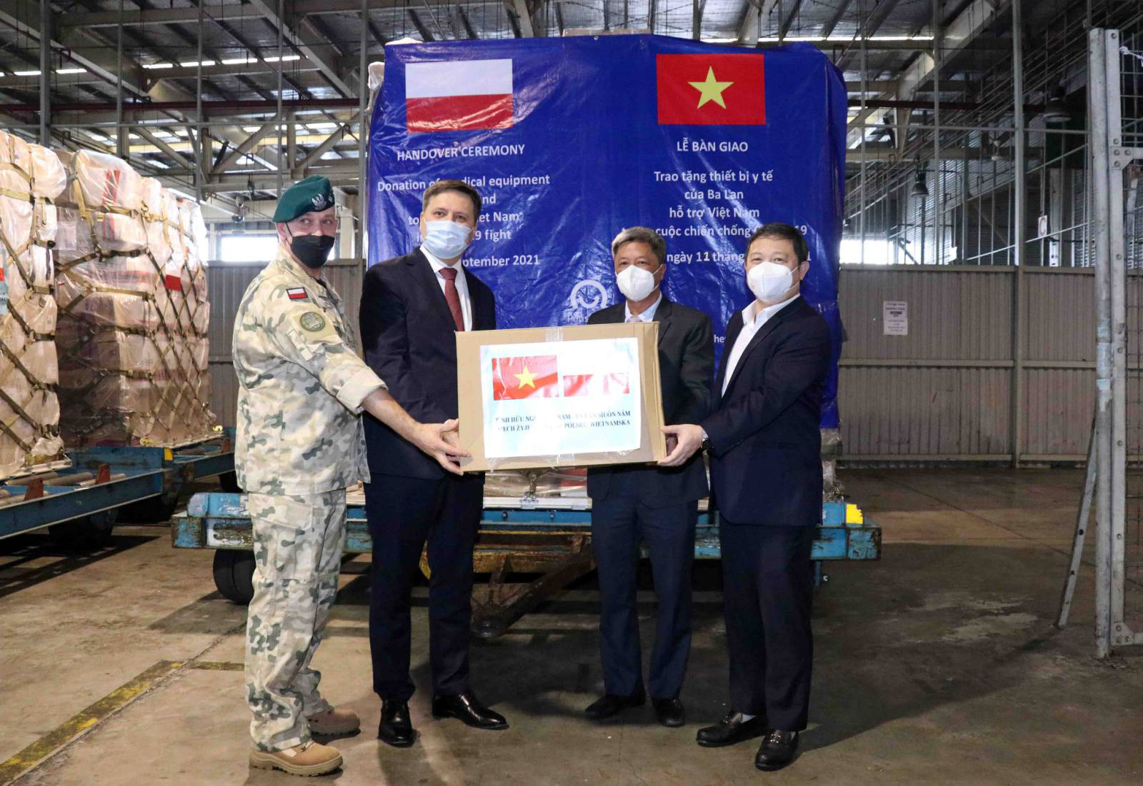 Vietnam receives 8 tonnes of medical supplies from Poland