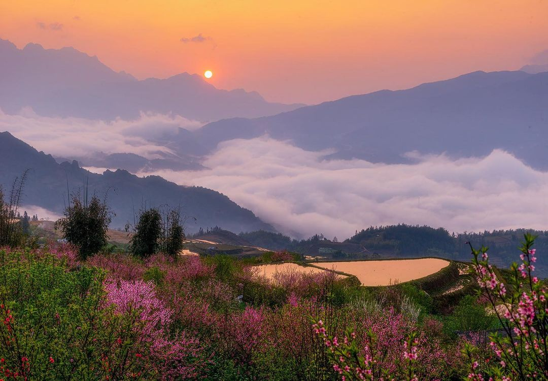 A photo taken in the popular tourist town of Sa Pa, in the mountainous Lao Cai Province of northern Vietnam, by Prabu Mohan minutes before the sunset.