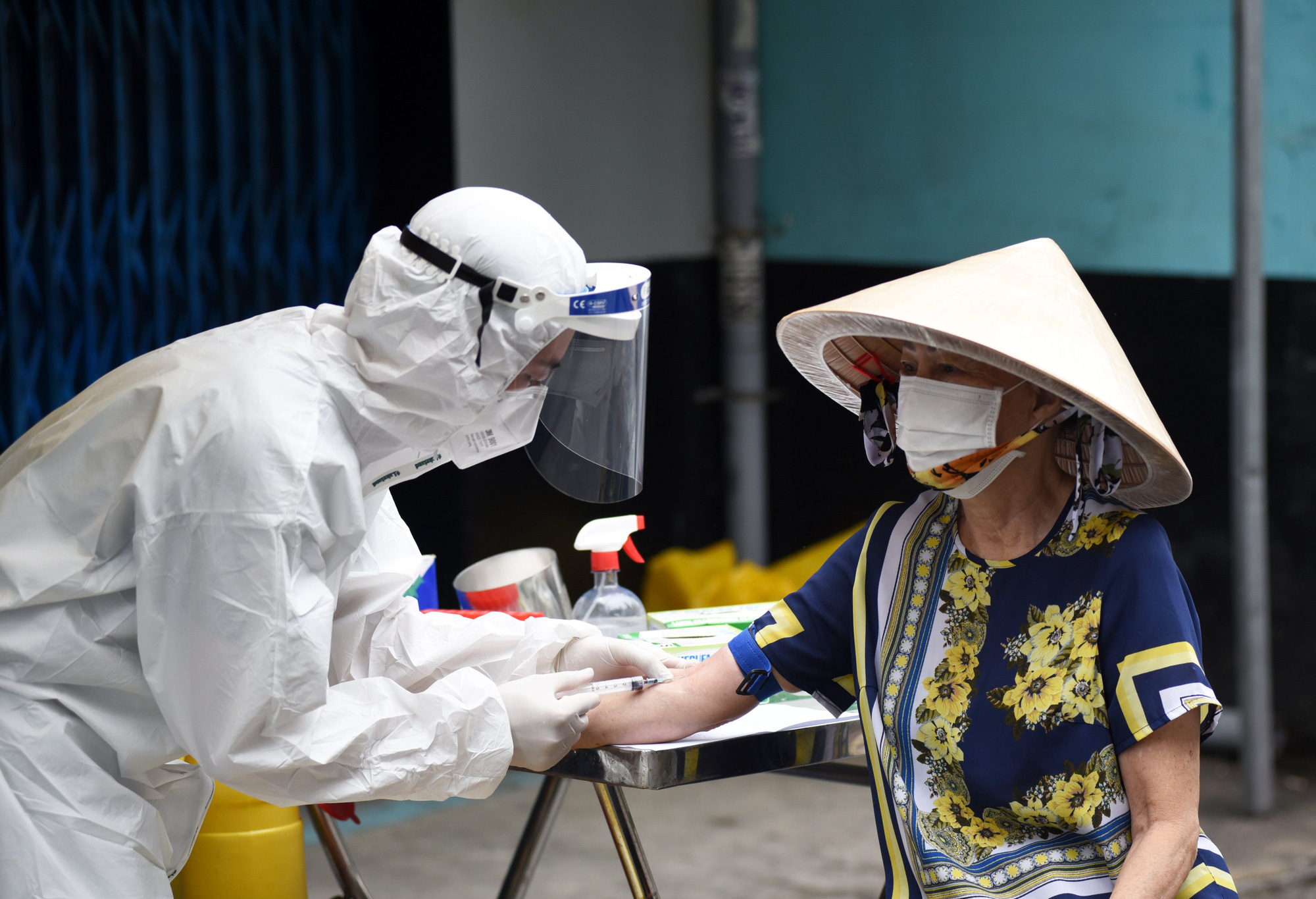 Ho Chi Minh City tests 3,600 residents for COVID-19 antibodies